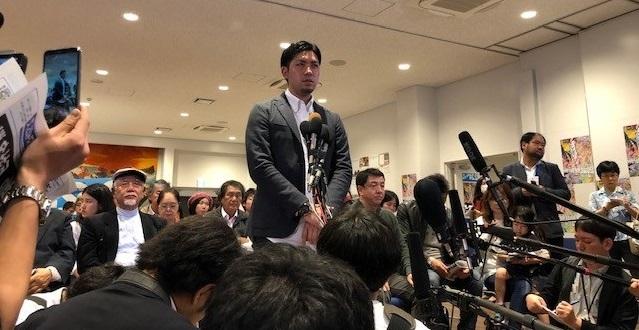 写真・図版 : 「県民投票の会」の元山仁士郎さん=撮影・筆者