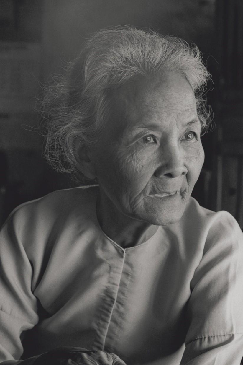 レー・ティー・ハイ(80)は解放軍兵士の夫と3人の息子、2人の孫を戦闘で失った(ベトナム・ベンチェ省、1982年)©Yoshino Oishi