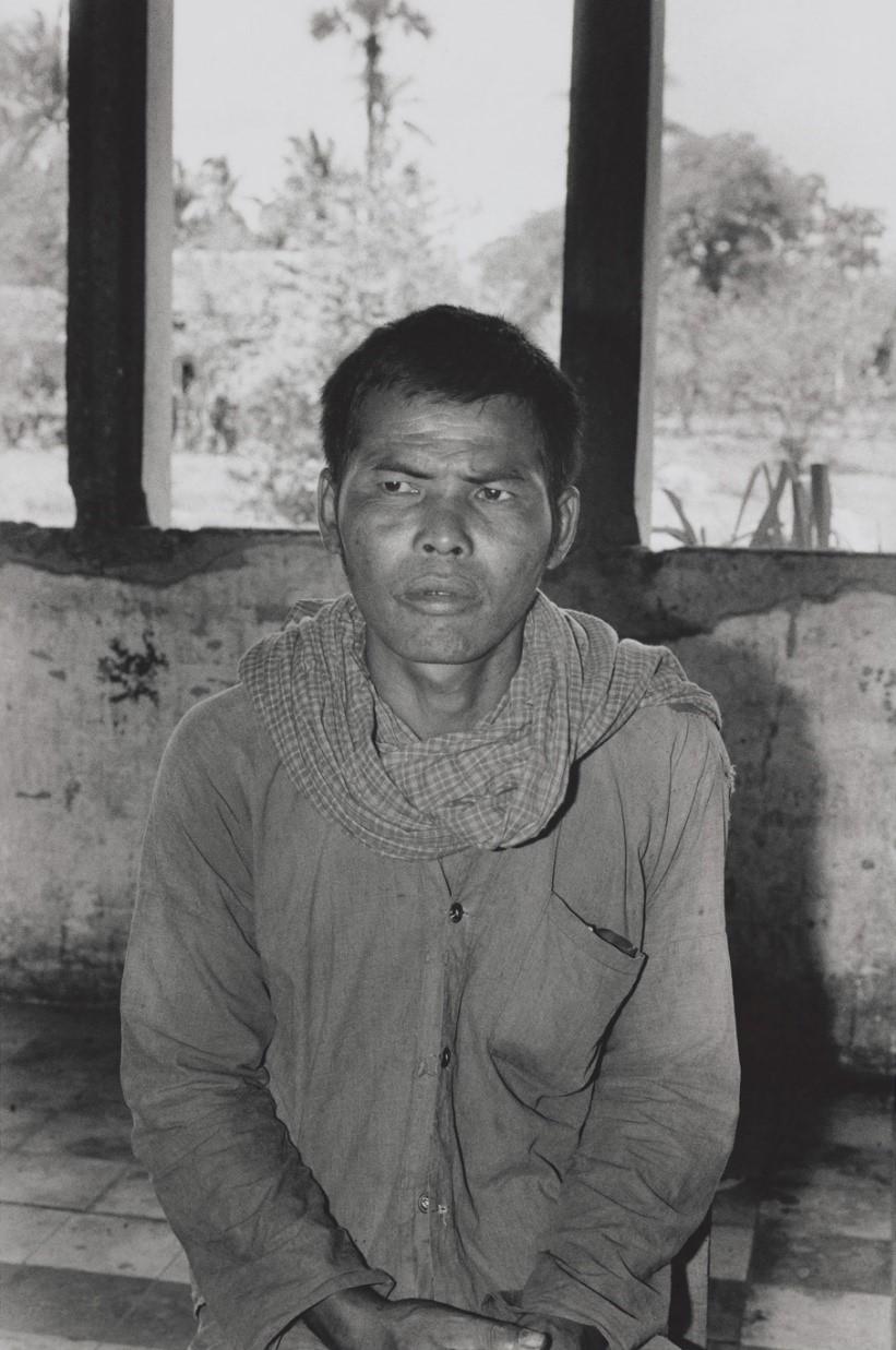 """再教育センターの旧ポル・ポト政権幹部。1979年に1000人以上いた""""生徒""""も、1981年5月には300人に減った。タケオ州では住民の30%が旧ポル・ポト政権の幹部や要員という(カンボジア・タケオ州、1981年)©Yoshino Oishi"""