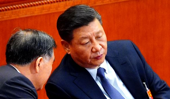 写真・図版 : 全人代の開幕式に臨んだ習近平国家主席=2019年3月5日、北京