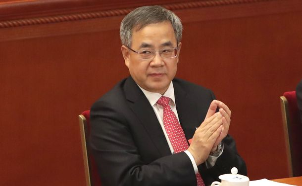 写真・図版 : 全人代で副首相に選出された胡春華氏=2018年3月19日、北京