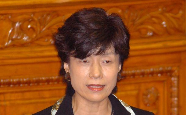 参院本会議で代表質問する民主党の円より子さん=2005年9月29日