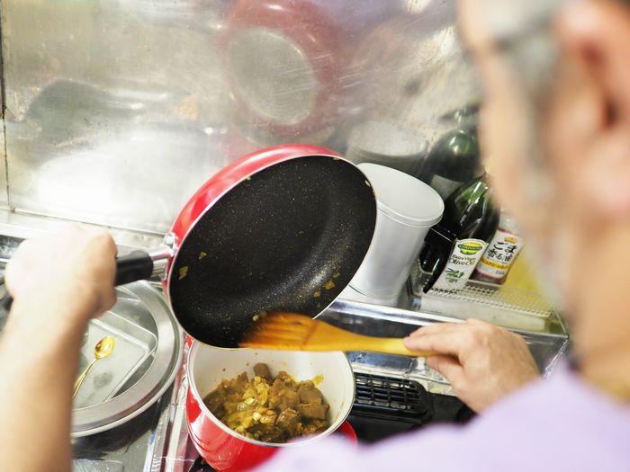 写真・図版 : 時間をかけてじっくりと煮込んだ野菜は、ソースに溶け込んでしまうほど柔らかい