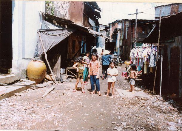 写真・図版 : ホーチミンの子どもたち=1991年(〓提供)