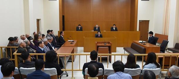 写真・図版 : 女性に対する性犯罪では、裁判官の女性観が問われている(写真はイメージ)