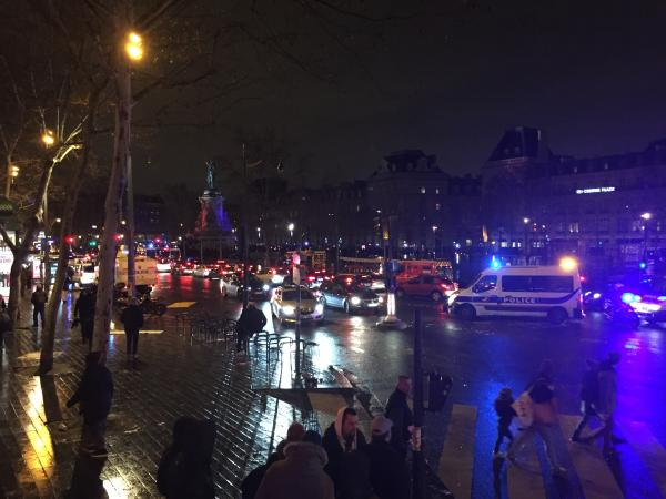 写真・図版 : パリのリパブリック広場でのイエローベストのデモではけが人も出た=2019年1月26日