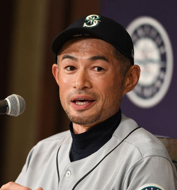 写真・図版 : 会見で引退を表明したイチロー選手=2019年3月22日午前、東京都文京区