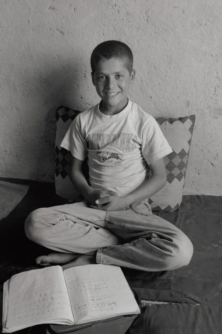 学校に通いだしたオミッド。学校が楽しくて1日も休まない(アフガニスン・カブール、2002年)©Yoshino Oishi