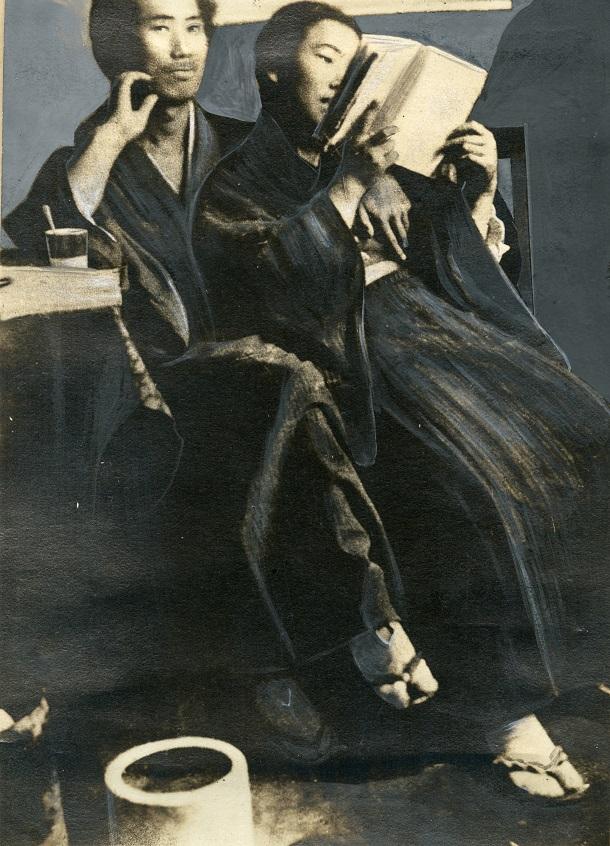 写真・図版 : 取り調べ中に撮影された朴烈と金子文子=1925年