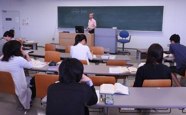 写真・図版 : 福岡大法科大学院の授業=福岡市城南区
