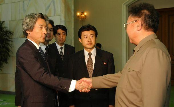 拉致被害者「8人」死亡の情報に沈痛な小泉首相