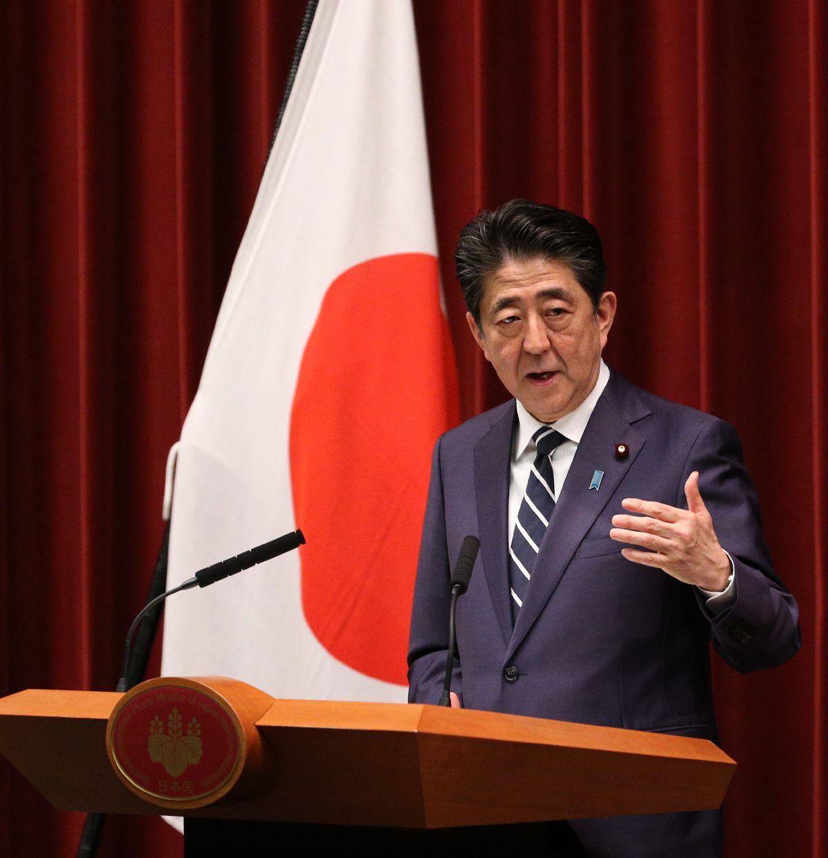 写真・図版 : 新元号「令和」について記者会見する安倍晋三首相=2019年4月1日午後、首相官邸