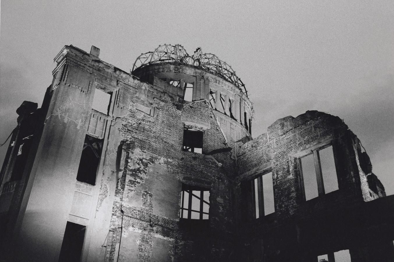 原爆ドーム(広島、1984年)©Yoshino Oishi