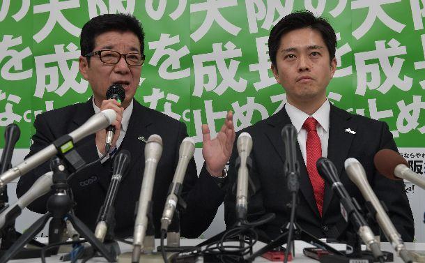 大阪ダブル選への立候補を表明する松井一郎(左)と吉村洋文の両氏。松井氏は大阪市長、吉村氏大阪府知事を目指す=2019年3月8日