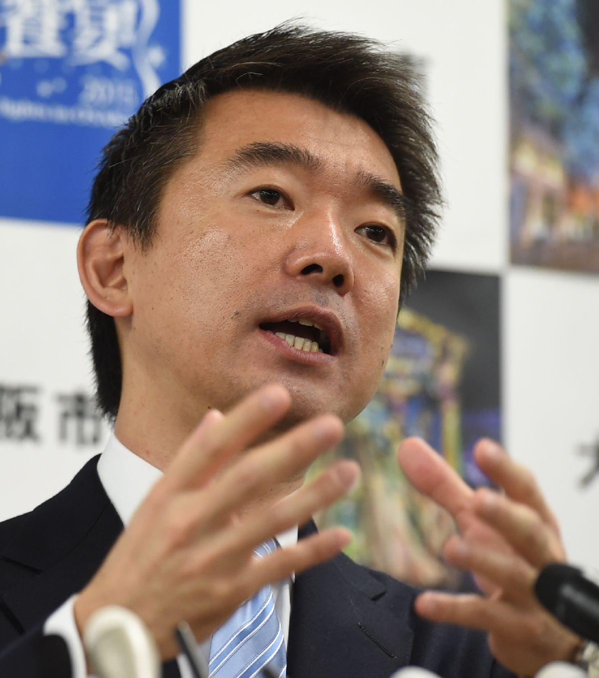 写真・図版 : 大阪市長退任の会見をする橋下徹大阪市長=2015年12月18日