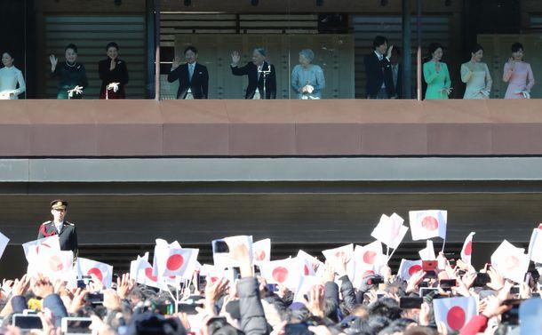 皇位継承で日本はどこへ? 姜尚中氏と皇居を歩く