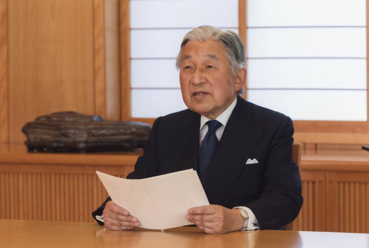 写真・図版 : 象徴としての務めについて「おことば」を述べる天皇陛下=2016年8月、宮内庁提供