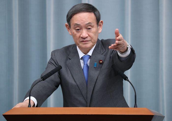 写真・図版 : 記者会見する菅義偉官房長官=2019年3月7日