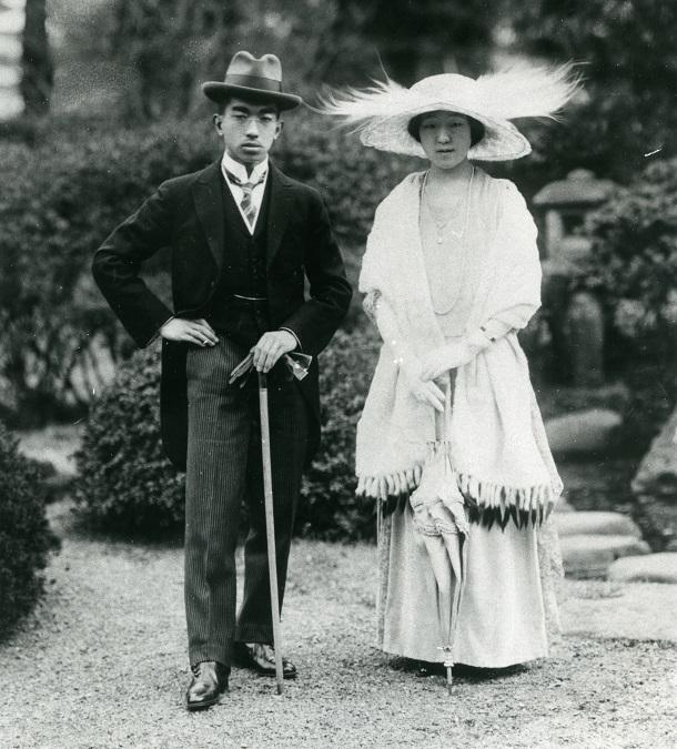 裕仁皇太子と良子妃の新婚時代のポートレイト=1924年(大正13年)3月ごろ撮影。結婚後初めて発表されたお二人の写真