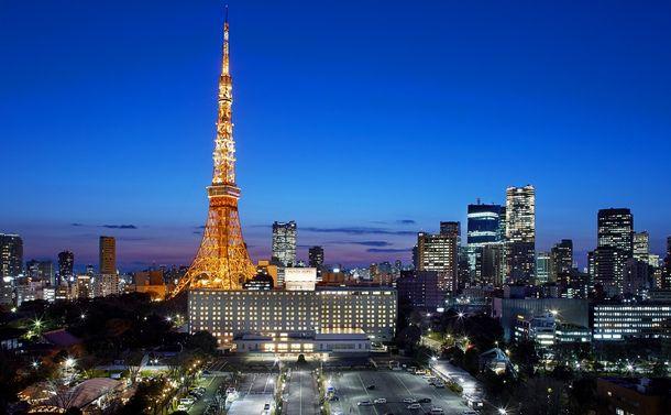 写真・図版 : リニューアルした東京プリンスホテル。周囲には高層ビルが立ち並ぶ=同ホテル提供