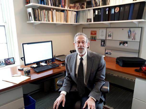 写真・図版 : タフツ大学教授のジェフリー・ベリー=同大学の研究室