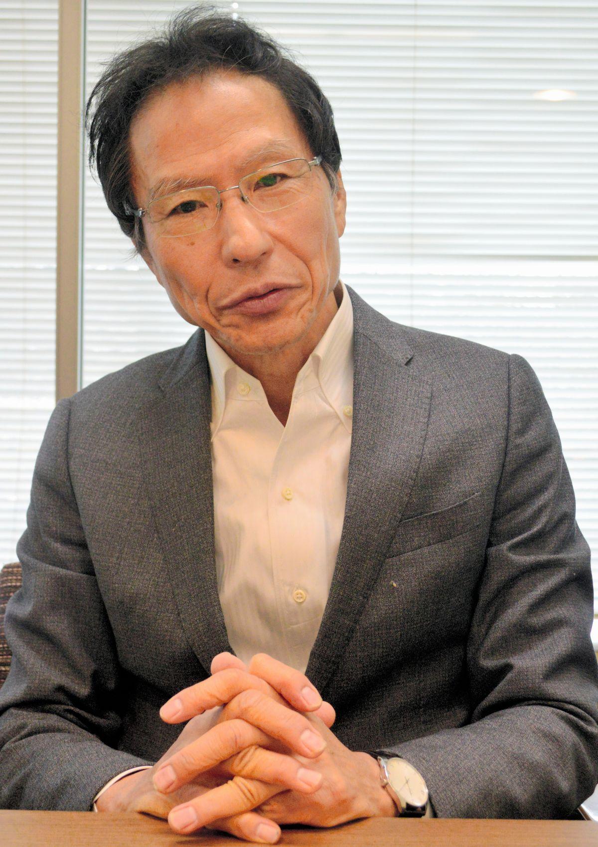 写真・図版 : ナショナリズムについて語る姜尚中・東大名誉教授=3月、藤田直央撮影