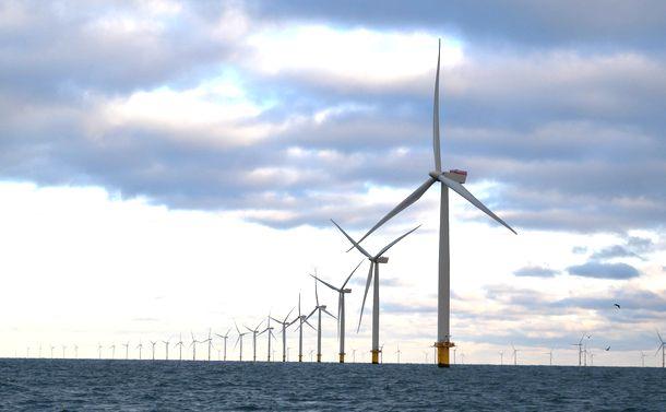 写真・図版 : デンマークのアンホルト洋上風力発電所