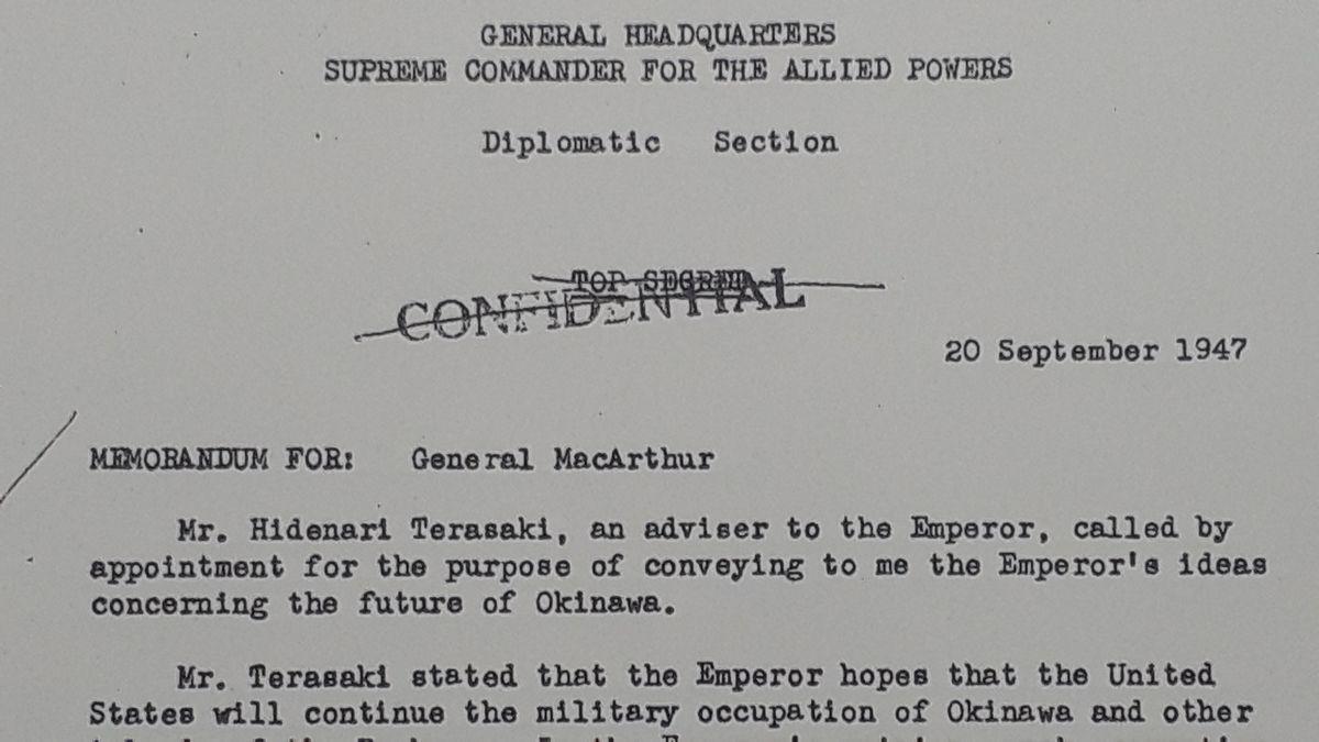 写真・図版 : 上記のコピーで、GHQ外交局長シーボルトが宮内庁御用掛の寺崎英成から伝えられたという「天皇メッセージ」について、GHQ最高司令官マッカーサーに報告する冒頭の部分