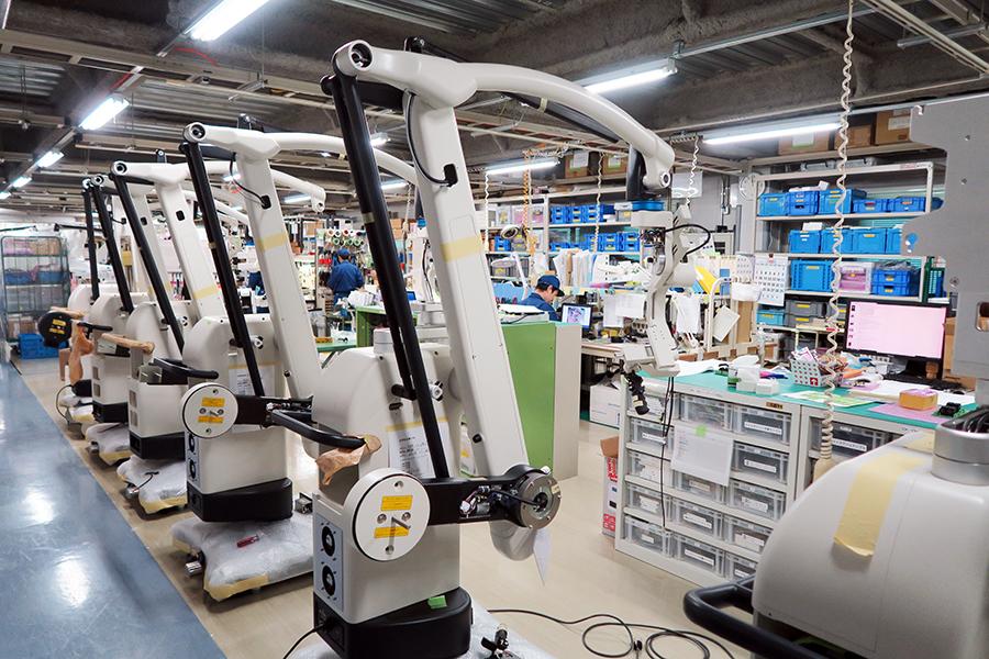 写真・図版 : 探査衛星の観測装置や手術用の顕微鏡などを製造する三鷹光器=東京都三鷹市