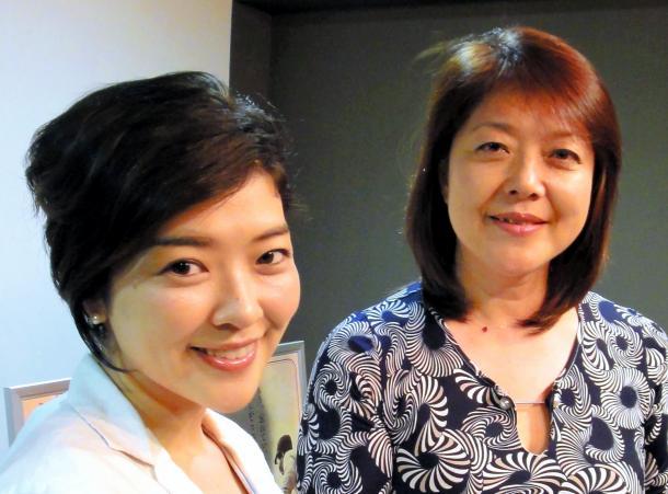 写真・図版 : ジャーナリストの大矢英代(左)と三上智恵