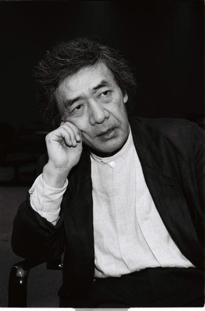 写真・図版 : ルポルタージュ「父よ母よ!」を語る斎藤茂男=1990年