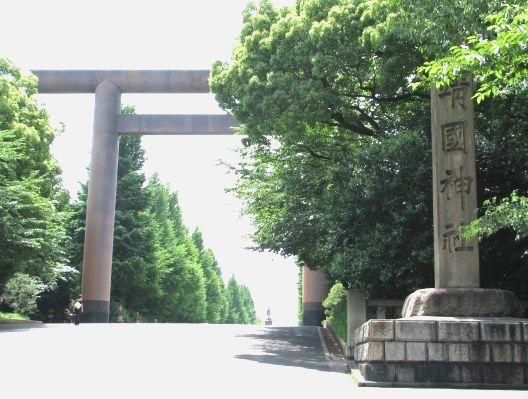 写真・図版 : いまだ国家神道の特質をもつ靖国神社=筆者提供
