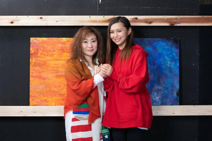 写真・図版 : 青野紗穂(右)と石丸さち子=岩田えり撮影
