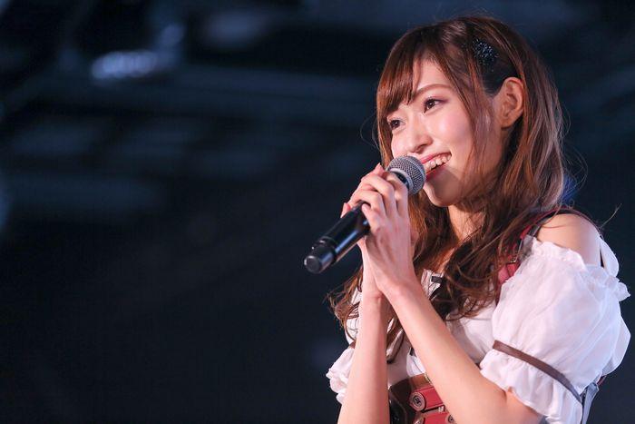 写真・図版 : 101日ぶりに公演に出演したNGT48の山口真帆さん ©AKS