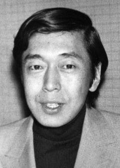 写真・図版 : 作詞家の山上路夫さん=1974年