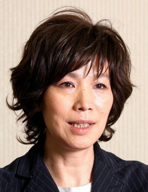 写真・図版 : 「赤い鳥」で澄み切った歌声で魅了した山本潤子さん=2007年5月