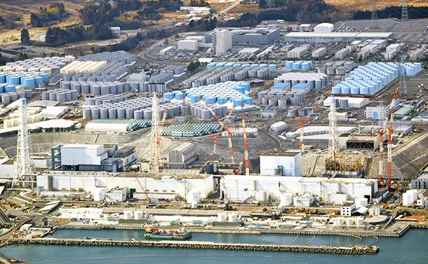 写真・図版 : 廃炉作業が続く東京電力福島第一原子力発電所