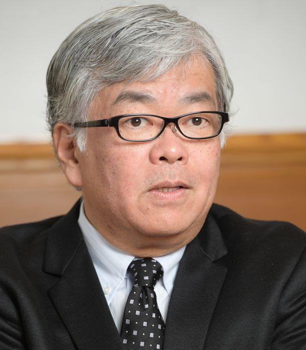 写真・図版 : 慶応大学法学部教授の駒村圭吾さん