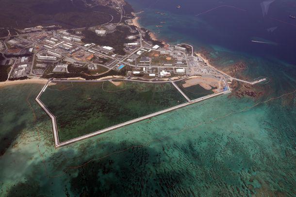 写真・図版 : 埋め立て工事が進む辺野古沖=2019年4月8日、沖縄県名護市