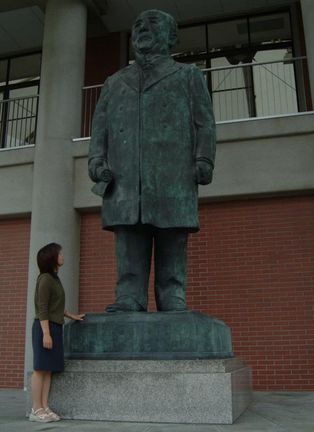写真・図版 : 渋沢栄一が生まれた埼玉県深谷市にある渋沢栄一記念館の銅像