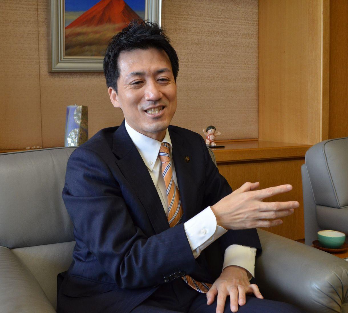 写真・図版 : 川西市長の越田謙治郎さん
