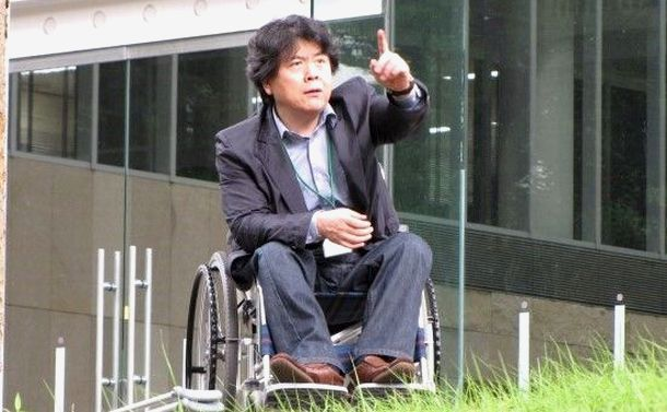 写真・図版 : 장애인에 대한 배려가 국가사회 품격 기준의 바로미터라고 주장하는 필자, 2012년 게이오 대학 국제 심포지엄 참가 중= 필자 제공