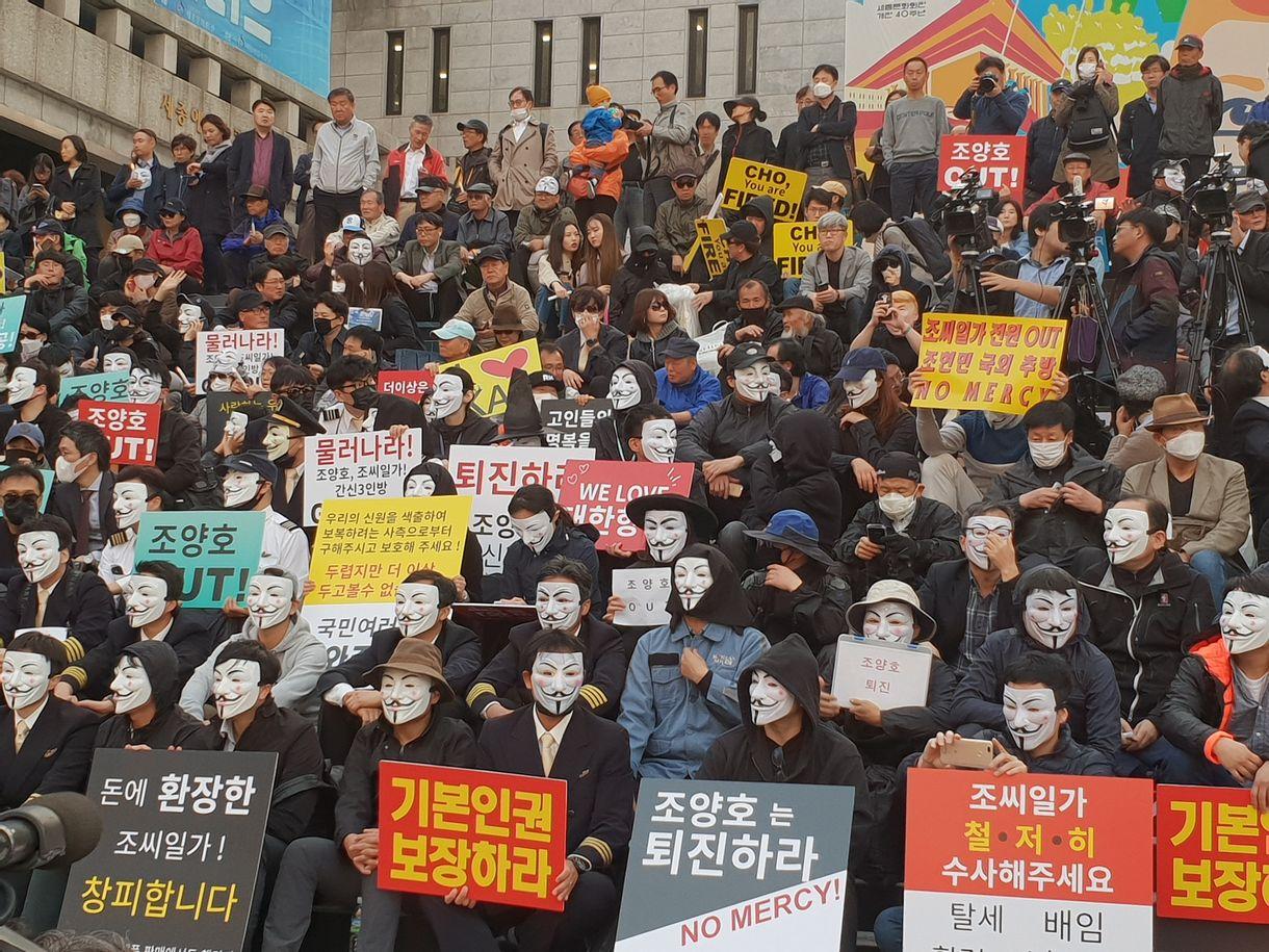 写真・図版 : 財閥一家を糾弾する集会=2018年5月4日、ソウル