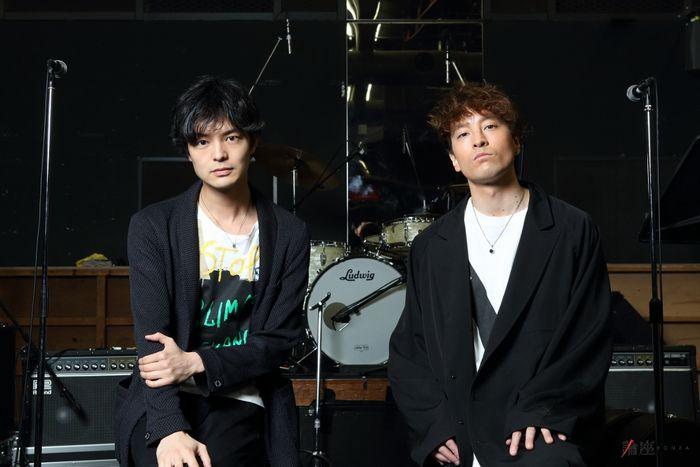 写真・図版 : JUON(右)と上口耕平=伊藤華織撮影