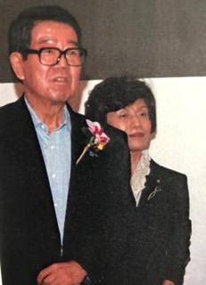 写真・図版 : ニューオータニでの民主党パーティで実行委員長をつとめた党副代表の円と連合会長高木剛さん=2008年7月14日