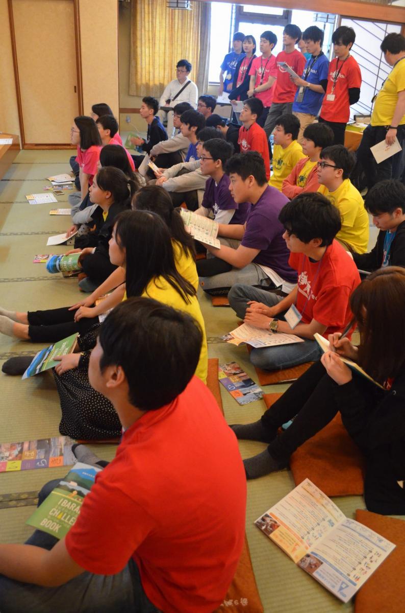 写真・図版 : GWのプログラミングのワークショップに集まった中高生やメンターの大学生たち
