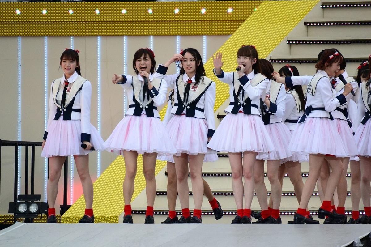 写真・図版 : 山口抜きのNGT主力メンバーが参加した横浜スタジアムでのコンサート=2019年4月27日、筆者撮影