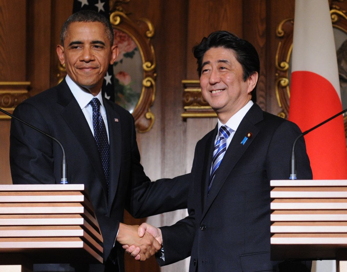写真・図版 : 2014年4月、日米首脳会談後の共同記者会見に臨んだオバマ大統領。尖閣諸島は安保条約の対象と明言した=東京・元赤坂。代表撮影