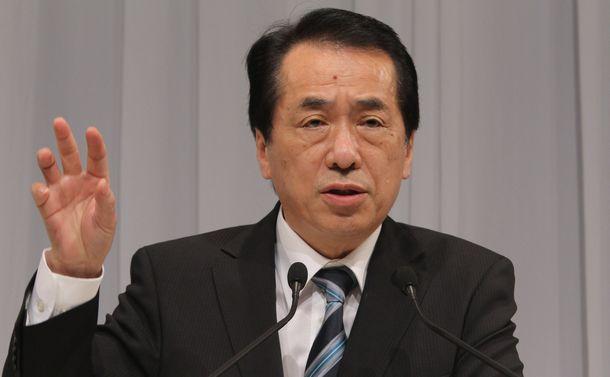参院選のマニフェストを発表する菅直人首相=2010年6月17日、東京・六本木