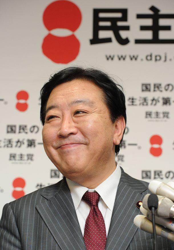写真・図版 : 首相に指名された民主党の野田佳彦代表=2011年8月30日、東京・永田町